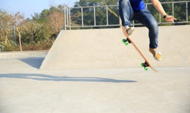 skateboarding woman practice