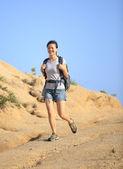 Žena, pěší turistika, venkovní