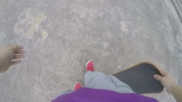 weibliche Schlittschuhläufer Beine