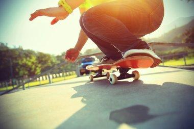 Skateboarder legs  do  trick ollie