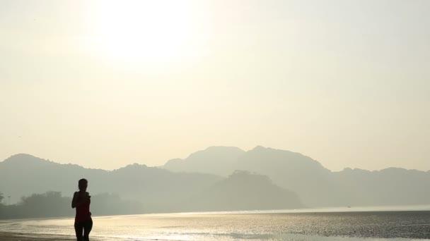 žena v sunrise beach