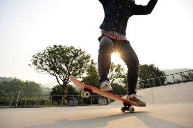 female skateboarder skateboarding