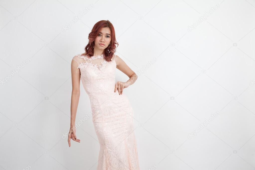 Licht Roze Jurkje : Halve portret van een mooi meisje in een licht roze jurk