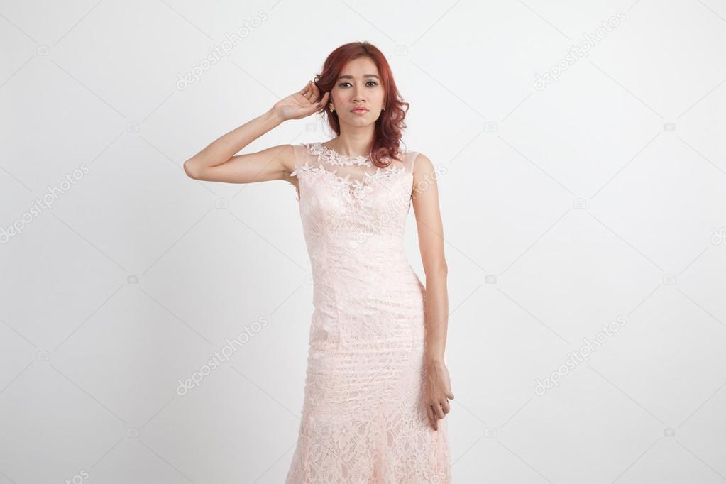 Licht Roze Jurk : Halve portret van een mooi meisje in een licht roze jurk