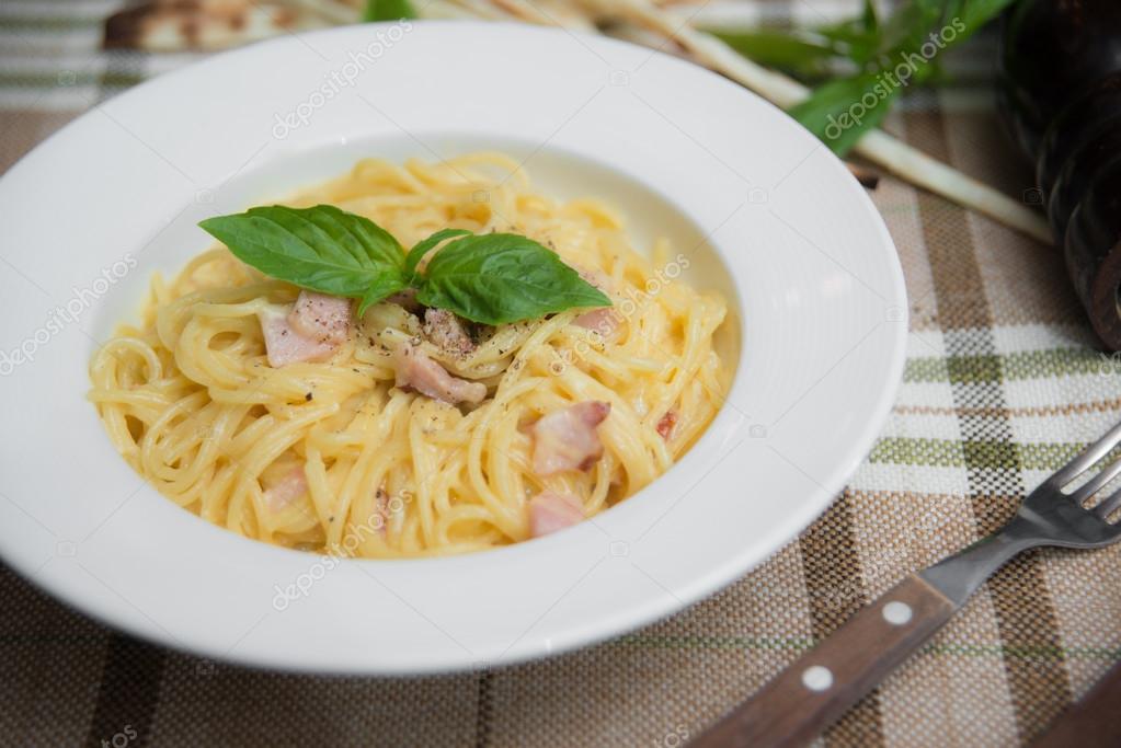 Pates Spaghettis Avec L Huile D Olive L Ail Et Le Bacon