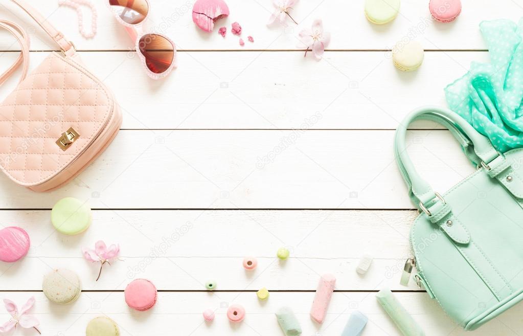 Accesorios de moda pastel para niñas en blanco– imagen de stock 35fc3ecbcd54
