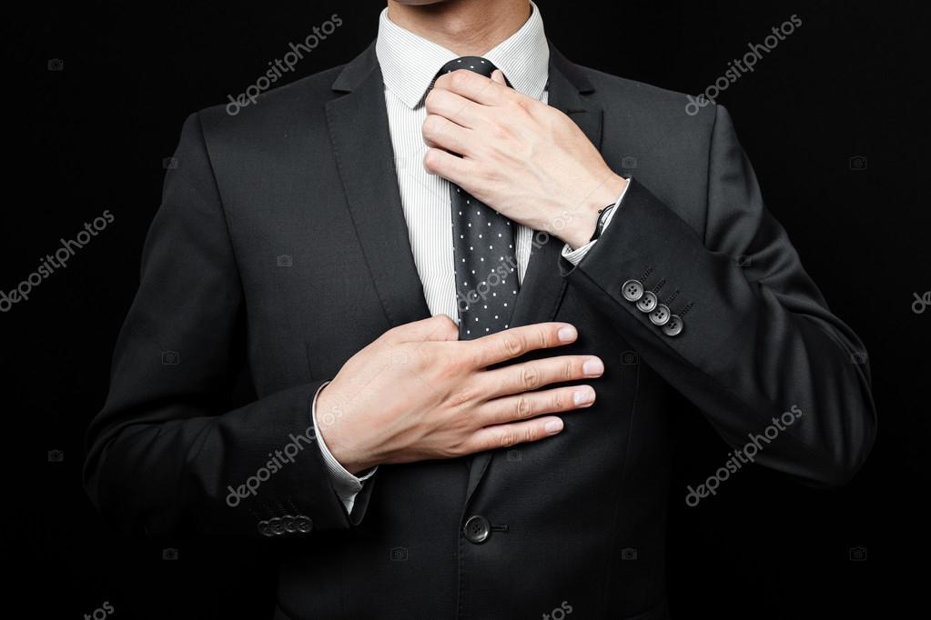hombre en traje en un fondo negro — Fotos de Stock © fotomaximum ... a92d6fff1ce