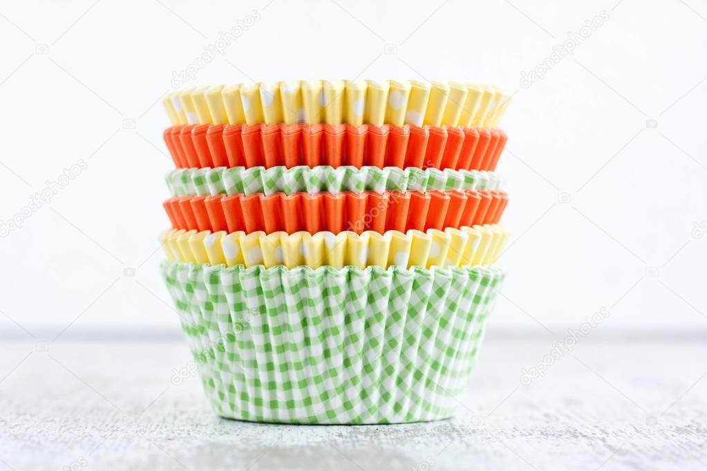 Papier Becher Fur Muffins Und Cupcakes Backen Stockfoto
