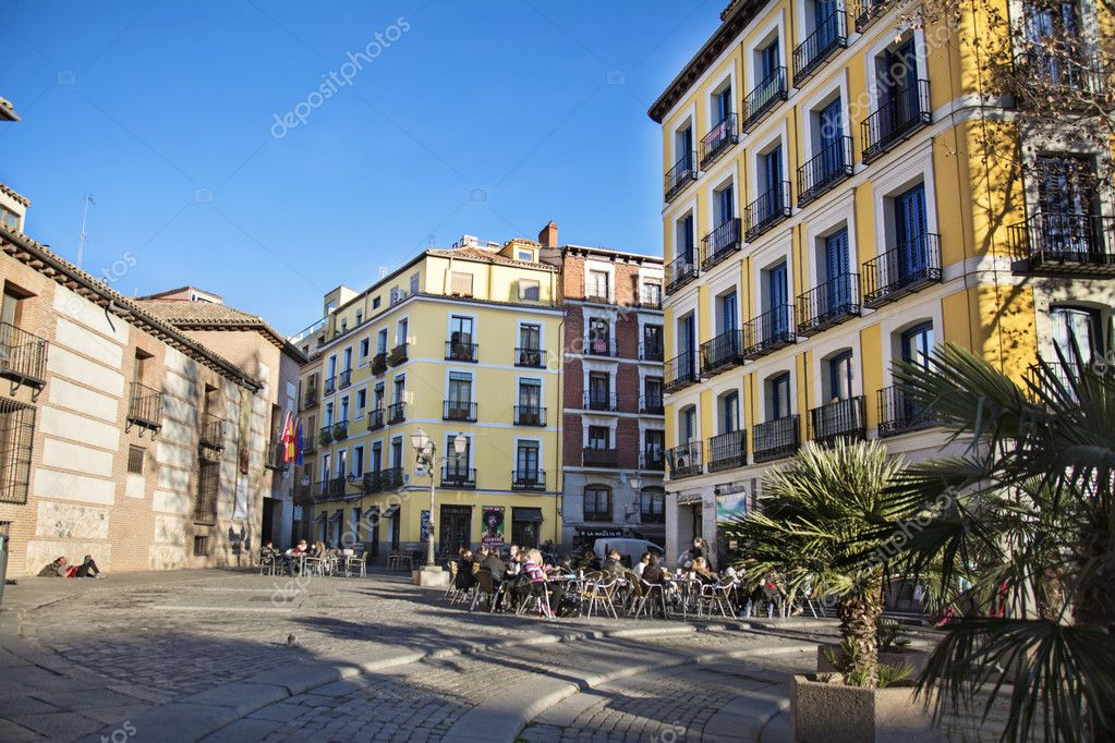 Antigua Arquitectura Y Terraza Para El Esparcimiento Barrio