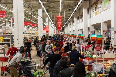 Queue at the supermarket