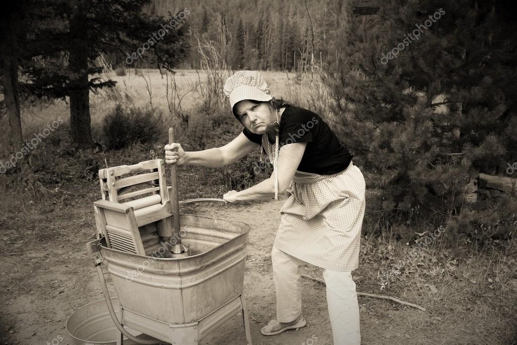 態度が悪いと 1900 年代初頭の洗濯女 — ストック写真 © coloradokay ...