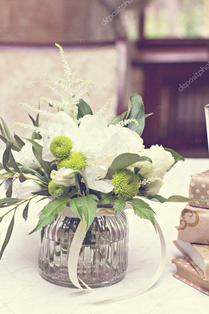 weiße blumen — Stockfoto © JuliaLototskaya #117590852