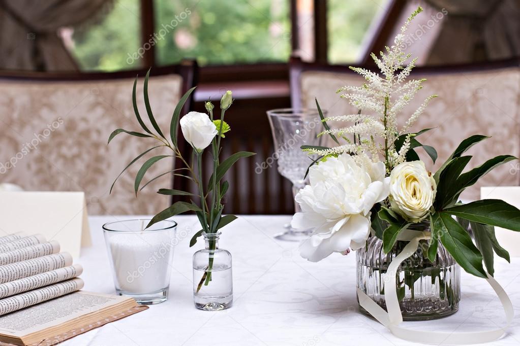 weiße blumen — Stockfoto © JuliaLototskaya #121609046
