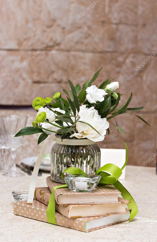 weiße blumen — Stockfoto © JuliaLototskaya #121723786