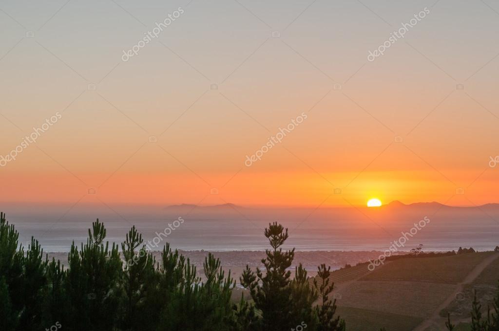 Фотообои Солнце садится на залив Фолс-Бэй