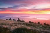 Hory při východu slunce