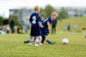 tři děti rozmazané fotbal