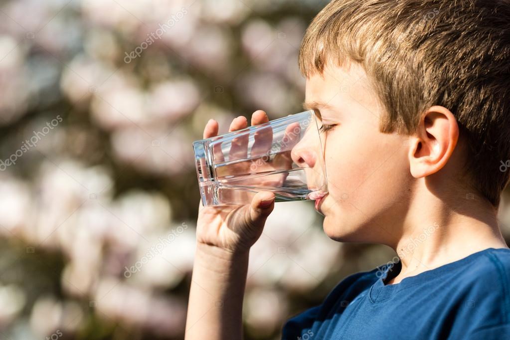 Imágenes: Niños Bebiendo Agua