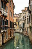 Fotografie Kanál a historické domy v Benátkách