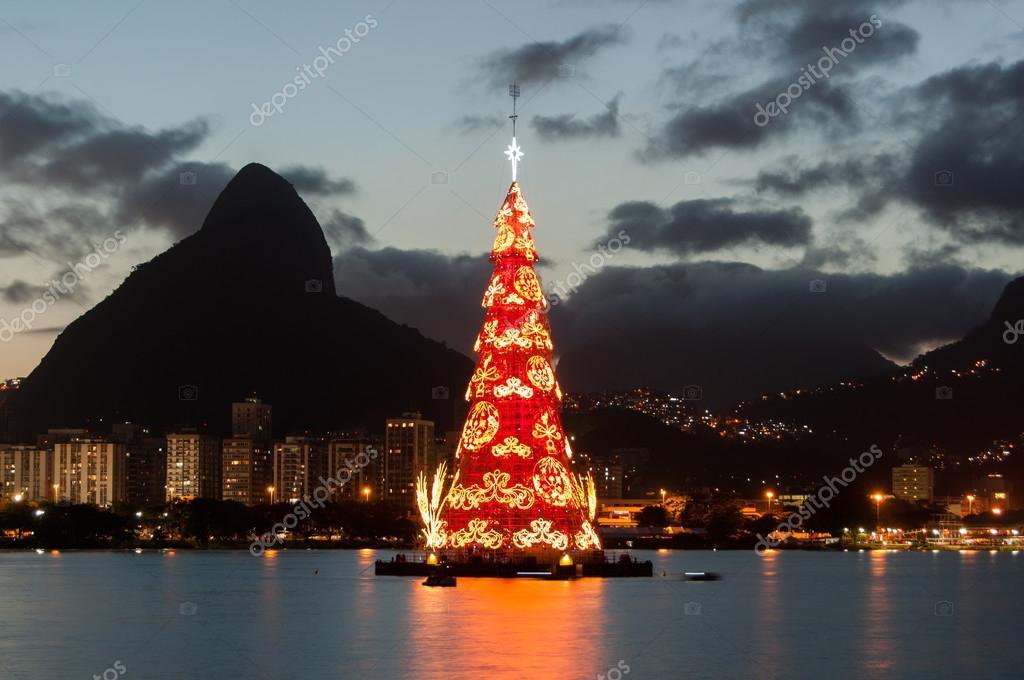 Fotos De Navidad En Brasil.Colorido Arbol De Navidad En Brasil Fotos De Stock
