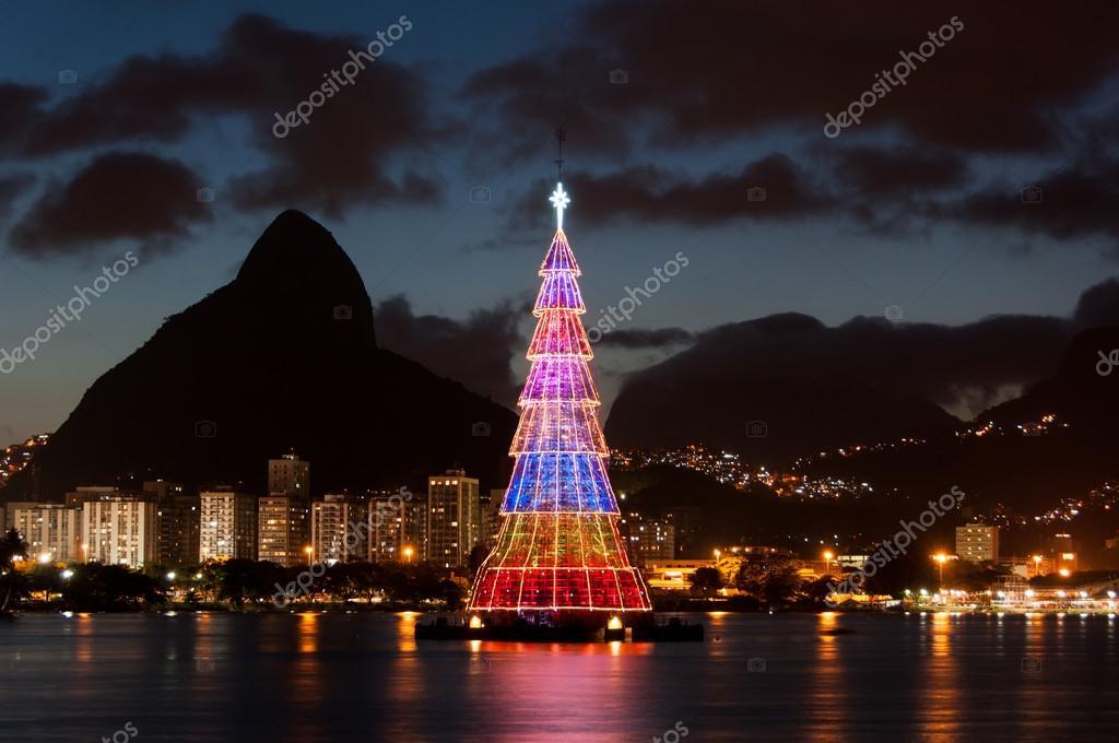 Fotos De Navidad En Brasil.Colorido Arbol De Navidad En Brasil Foto De Stock C Dabldy