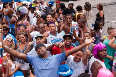 Thousands of revellers on Rio's carnival