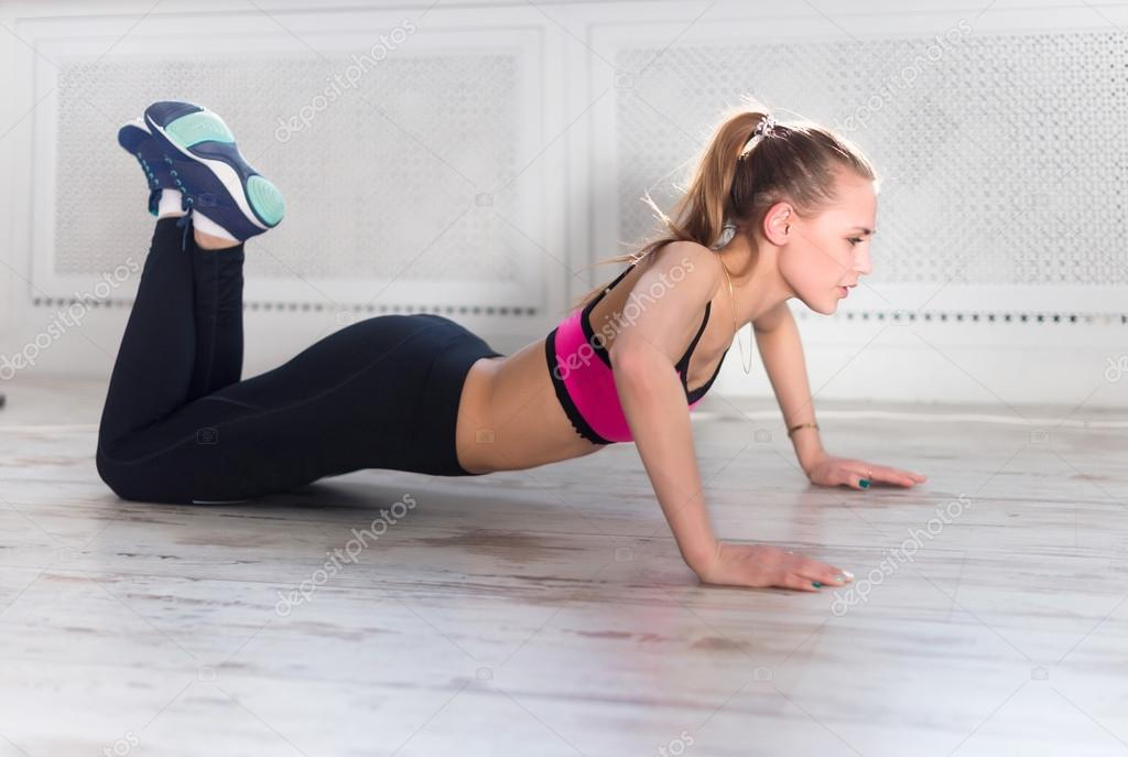 fitness athlete sportive woman sport model girl training crossfit doing push ups at home