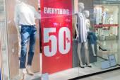 Eladó üzlet, bevásárlóközpont absztrakt defocused elmosódott háttér.