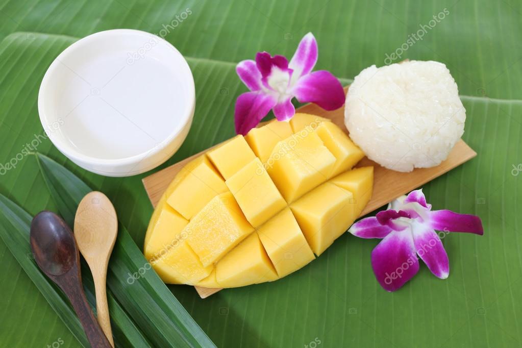mango sticky rice local dessert.
