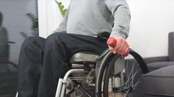 Mann im Rollstuhl beim Sport