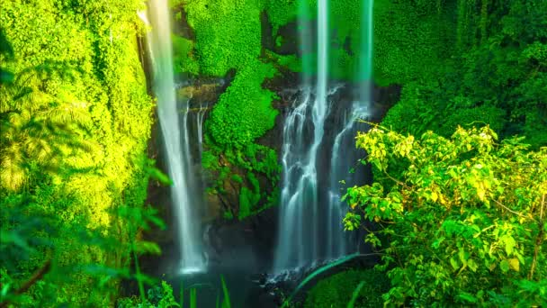 Sekumpul vodopád v Bali Indonésie