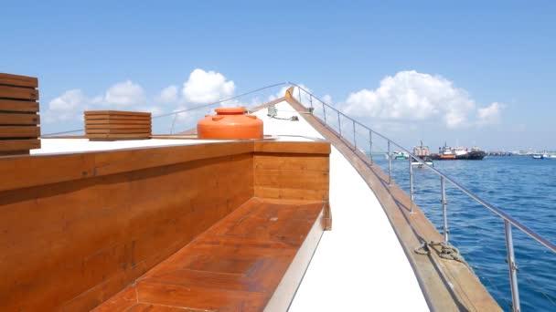 Pohled z jachtě člun