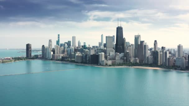 Amazing clear and vibrant blue waters of Michigan lake, Chicago background 4K