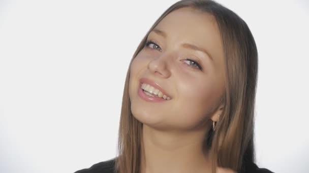 holky s dlouhými vlasy flirtování