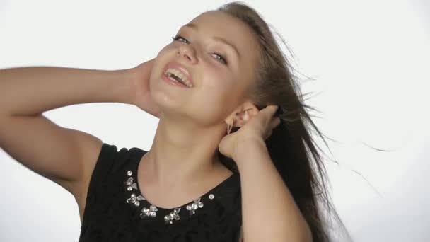 Mädchen mit langen Haaren flirten