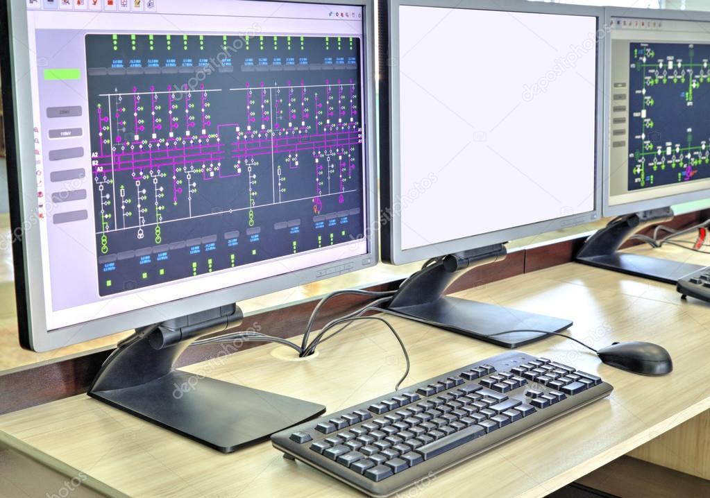 Computer und Monitore mit Schaltplan für Aufsichts-, Steuerung und ...