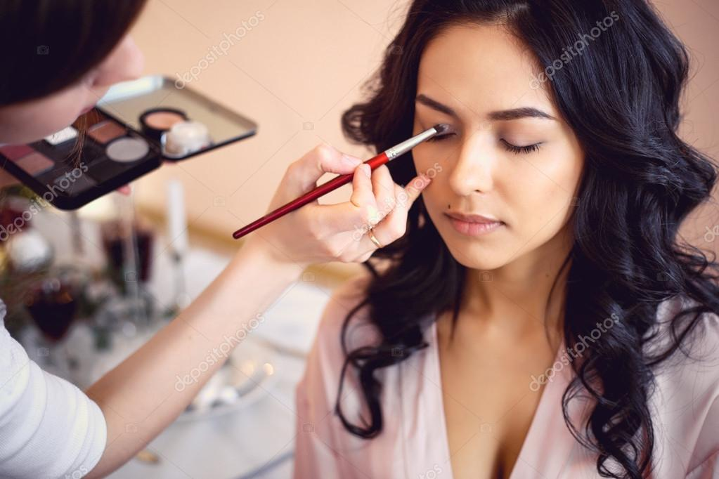 experts including makeup artists - HD 2000×1000