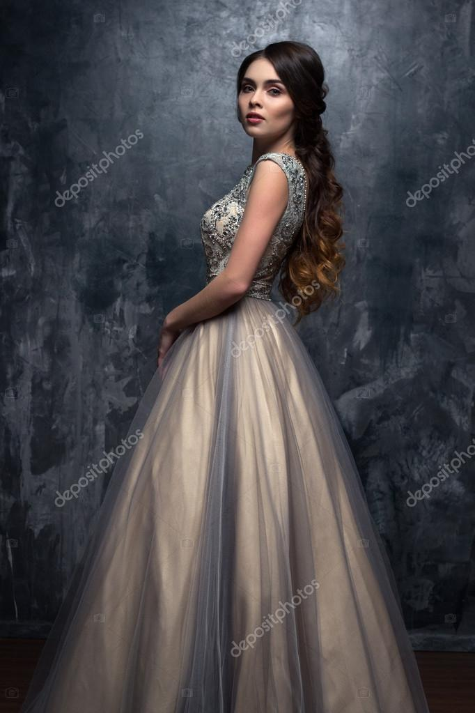Divat szépség portréja gyönyörű fiatal nő c2c82faf5a