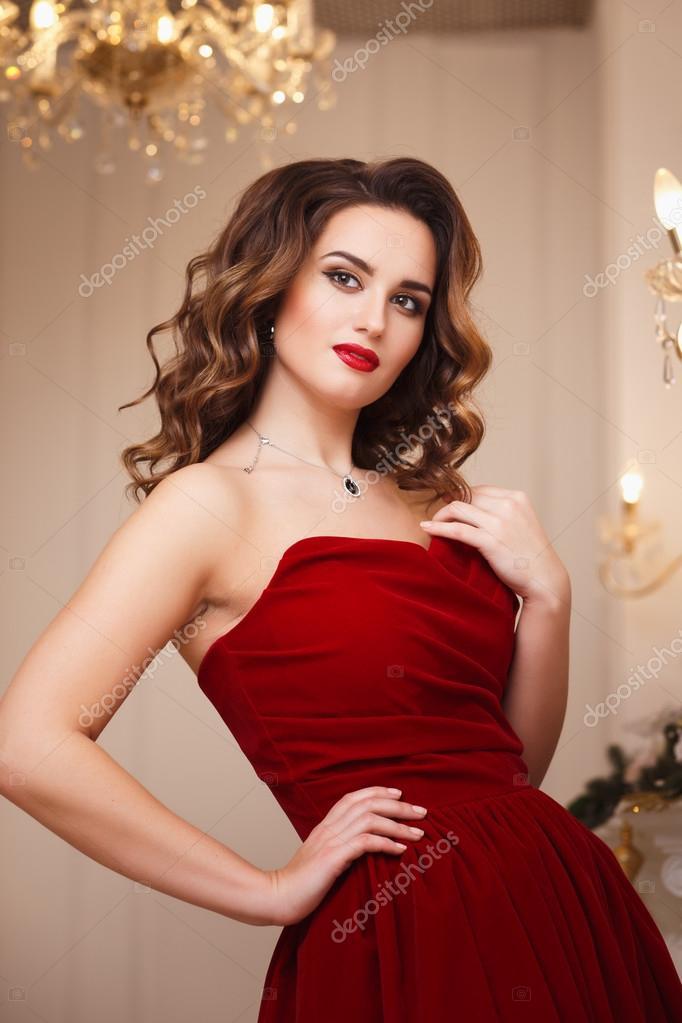 Maquillage de soir e robe rouge for Interieur yeux rouge