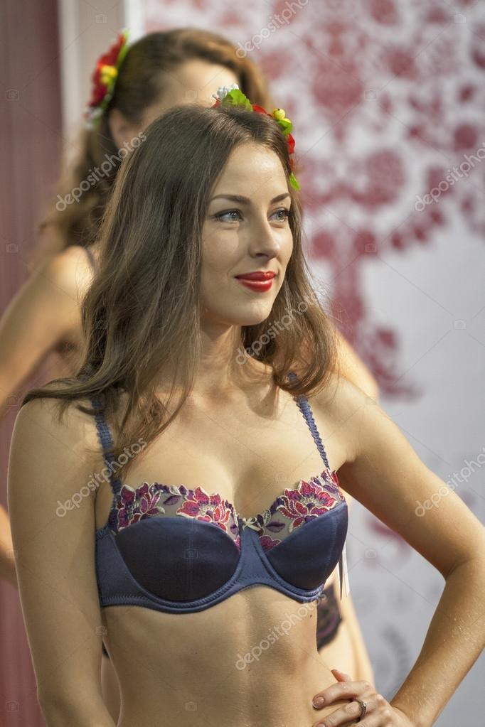 Fashion lingerie models at Kyiv Fashion 2014 — Stock Photo