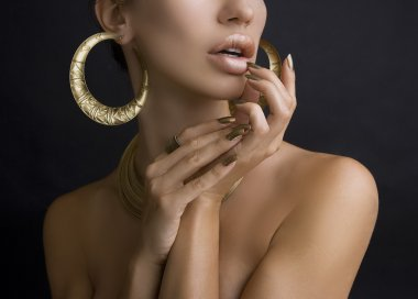 Women with Golden Make-up, Hands with Golden Manicure. Makeup, B