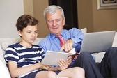 Fotografie Großvater und sein Enkel Online-Shopping