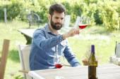 Fotografie vinař, ochutnávka vína