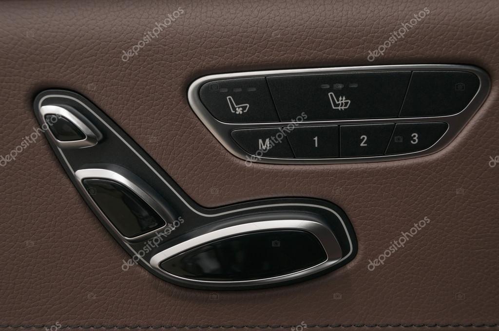 zakelijke auto interieur detail knoppen voor het aanpassen van de zitplaats foto van aleksdemeshko