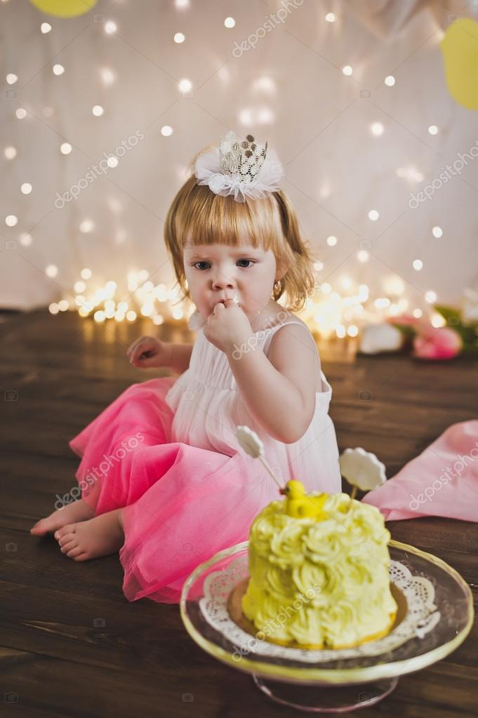 Little Princess eating her first cake 5384.