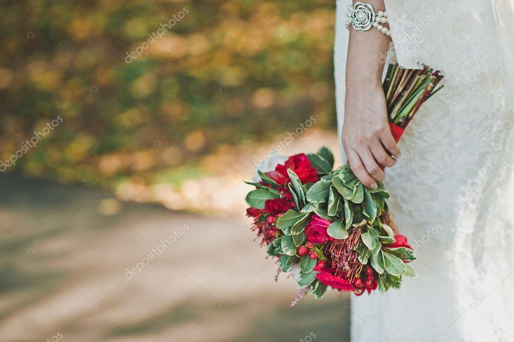 Фото девушки с цветами » m 20