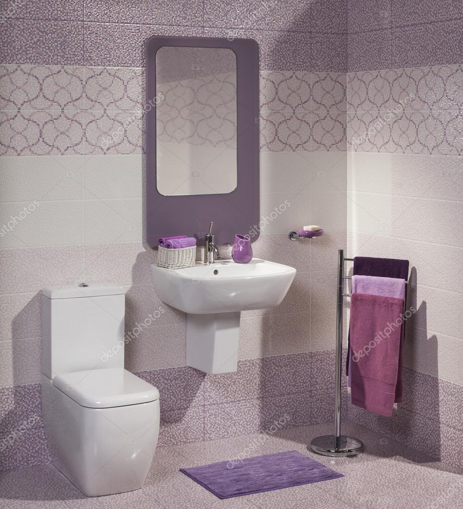 detalhe de uma moderna casa de banho com lavat rio vaso