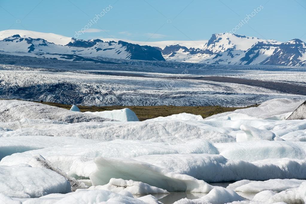 Glacier in Fjallsarlon lagoon