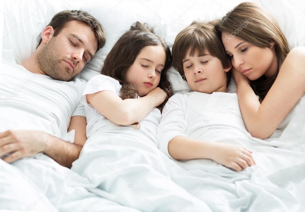 ᐈ Gente durmiendo imágenes de stock, fotos personas durmiendo | descargar en Depositphotos®