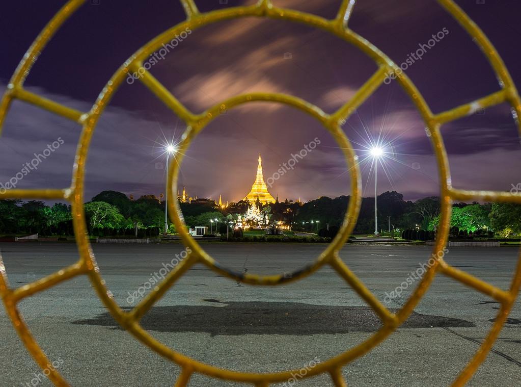 Shwedagon Pagoda in Yangon Myanmar — Stock Photo